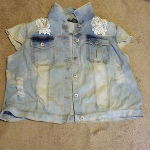 NWOT Distressed Look Short Sleeve Jean Jacket